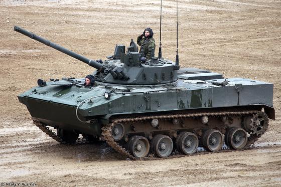 러시아 공수군의 공수 장갑차인 BMD-4. 이 장갑차는 100㎜ 저압포와 30㎜ 기관포, 대전차 미사일로 무장했다. [출처 Vitaly V. Kuzmin - http://www.vitalykuzmin.net/Military/ARMY-2016-Demonstration/]