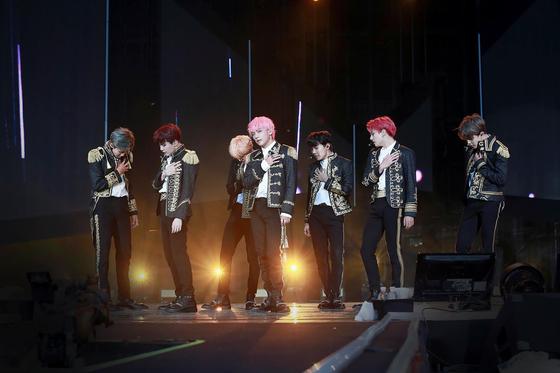 새 앨범 '러브 유어셀프 결 앤서(結 Answer)'를 내놓은 방탄소년단은 25~26일 서울을 시작으로 세계 16개 도시에서 '러브 유어셀프(LOVE YOURSELF)' 월드투어를 펼친다. [사진 빅히트엔터테인먼트]