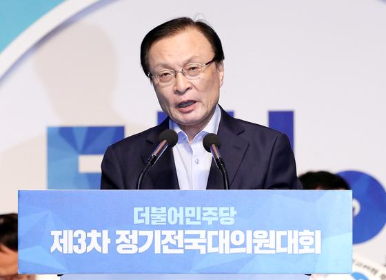 7선의 이해찬 의원이 25일 서울 올림픽 체조경기장에서 열린 전국대의원대회에서 당 대표로 선출됐다. 이 신임 대표가 당 대표 수락 연설을 하고 있다. [뉴시스]