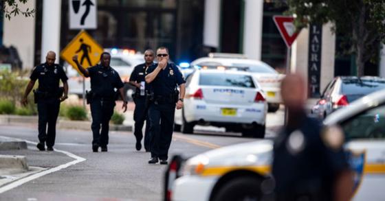 26일(현지시간) 오후 2시 미국 플로리다 주 잭슨빌의 '더 잭슨빌 랜딩' 건물 내에서 온라인 게임대회 중 총기 난사 사건이 발생해 2명이 숨지고 11명이 부상을 입는 사건이 발생했다. [AP=연합뉴스]