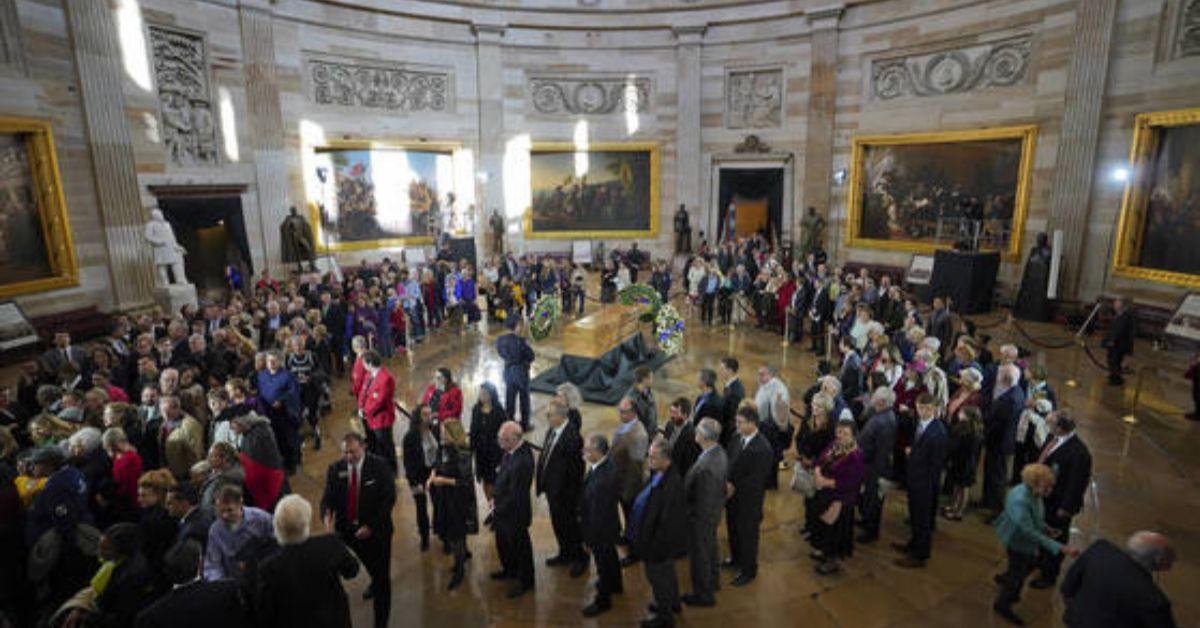 25일 별세한 존 매케인 상원의원의 시신이 미국 연방의회 중앙홀에 안치될 예정이다. 1824년 의회 중앙홀이 건립된 후 32번째다. 가장 근래에는 지난 2월 빌리 그레이엄 목사의 시신(사진)이 안치됐다. [AP=연합뉴스]