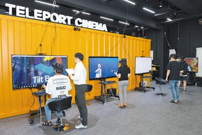 미디어인사이드 VR스튜디오에서 VR콘텐트 체험교육을 하고 있다. [사진 순천향대]