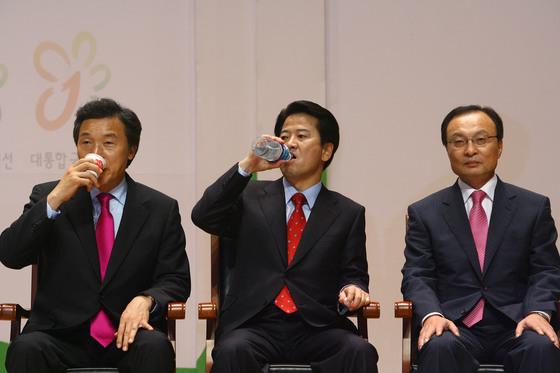 2007년 10월 대통합민주신당의 대통령 후보 경선 레이스 당시 손학규, 정동영, 이해찬 후보.(왼쪽부터) 11년이 지난 지금, 셋 중 두 명은 정당 대표고 한 사람은 대표 당선이 유력하다. [중앙포토]