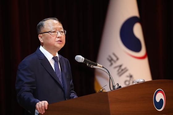 한승희 국세청장이 28일 정부세종청사 국세청 대강당에서 열린 세무관서장회의에서 발언하고 있다.[뉴스1]