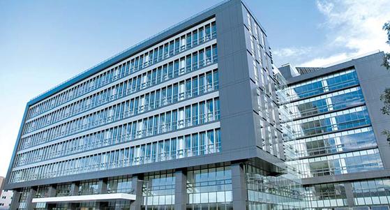 수원대는 대학의 위기를 미래를 위한 도약으로 전환하기 위해 미래혁신관을 완공했다. [사진 수원대]