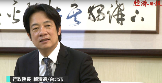 라이칭더(賴淸德·59) 대만 행정원장이 27일 대만 경제일보와 인터뷰에서 내년에 영어를 중국어와 함께 공용어로 삼는 정책을 시행하겠다고 밝히고 있다. [사진=경제일보 캡처]