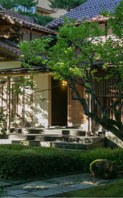 이시카와현에 위치한 1300년된 료칸 호쇼이.