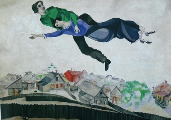 그림 속 인물들의 표정에서 샤갈의 내면을 상상해 볼 수 있다. <도시 위에서(over town) 1918> 마르크 샤갈; 입체파, 회화, Tretyakov 갤러리(모스크바, 러시아), Oil, Canvas, 45 x 56 cm [ⓒPublic domain US(공개 도메인), 출처 wikiarts]