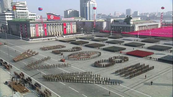 북한이 지난 2월 8일 건군 70주년 기념으로 개최한 열병식의 모습. [사진 조선중앙TV]