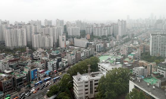 국세청이 부동산 투기에 대응해 360명에 대한 세무조사에 착수했다. 투기 지역에 추가된 서울 동작구 일대 모습. [연합뉴스]