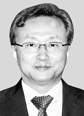 헌재소장 유남석 … 사법부 투톱 '우리법' 출신