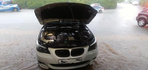 29일 파주에서 주차 중 화재가 발생한 BMW 528i 차량. [사진 파주소방서]