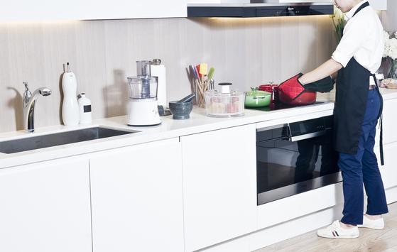 요즘 은퇴 후에 새롭게 요리 배우기에 도전하는 남편들의 이야기가 많아지고 있다. [사진 pixabay]