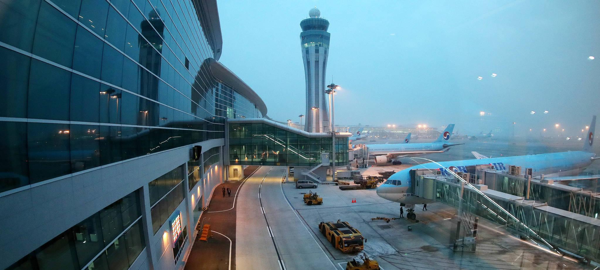 제2터미널이 올초 개항하면서 인천공항은 연간 7000만명 넘는 여객을 처리할 수 있게 됐다.[중앙포토]