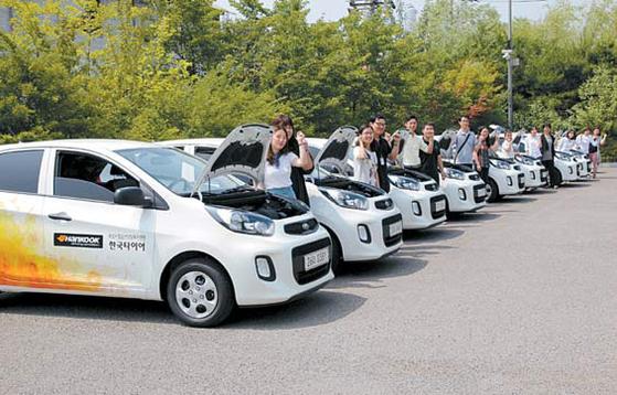 지난 1990년 설립된 한국타이어나눔재단은 2008년 차량 나눔 사업을 시작, 올해까지 11년 동안 전국 사회복지기관에 총 447대의 차량을 지원했다. [사진 한국타이어]