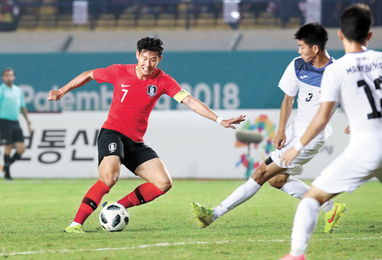 Son Heung-min, in red, competes for the ball during a Group E match against Kyrgyzstan at Si Jalak Harupat Stadium in Bandung, Indonesia, on Monday. [YONHAP]
