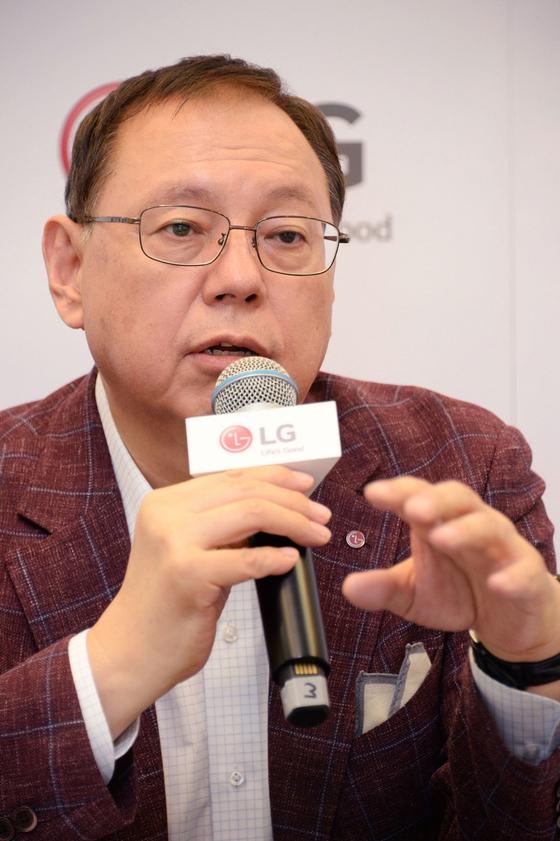 조성진 LG전자 대표이사 부회장이 'IFA 2018' 행사에서 기자들의 질문에 답하고 있다. [사진 LG전자]
