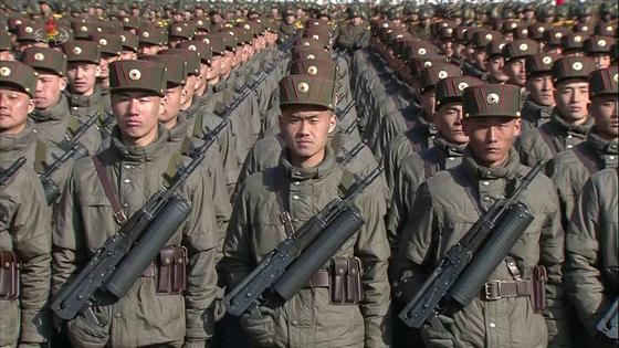 북한이 지난 2월 8일 평양 김일성광장에서 개최한 '건군절' 기념 열병식 모습. [사진 조선중앙TV]