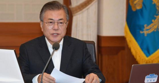 문재인 대통령이 지난달 28일 청와대에서 열린 국무회의에서 모두발언을 하고 있다. [청와대사진기자단]
