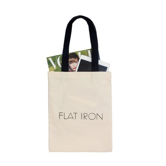 에코백은 천(헝겊)으로 만들어진 가방이다. 가볍고 실용적이며 친환경 제품으로 사용하는 사람이 점점 많아지고 있다. [중앙포토]