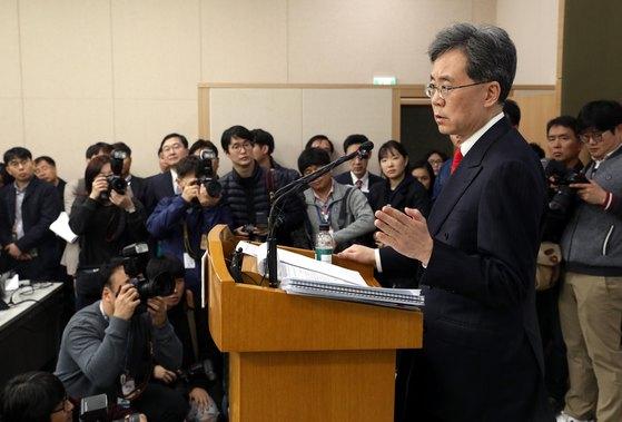 한미FTA개정 협상 관련 브리핑을 하는 김현종 통상교섭본부장. [뉴스1]