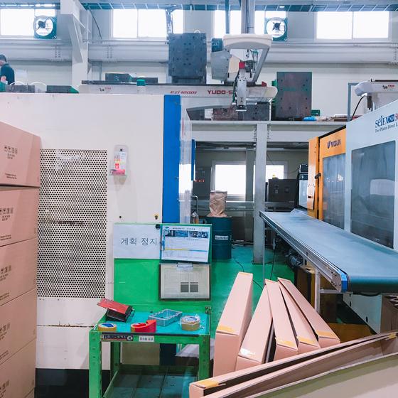 인천 남동국가산업단지에 있는 자동차 부품사 천일엔지니어링은 일감이 부족해 지난달 24일 일부 기계 가동을 정지했다. [문희철 기자]