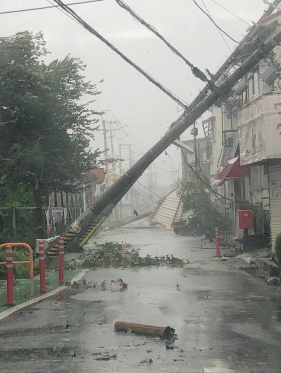 내풍 '제비'가 상륙한 오사카 지역. [사진 트위터]