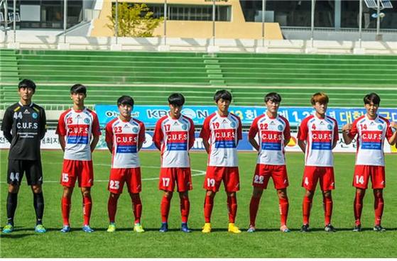 ▲사이버한국외대 김인성 선수(오른쪽에서 네 번째)