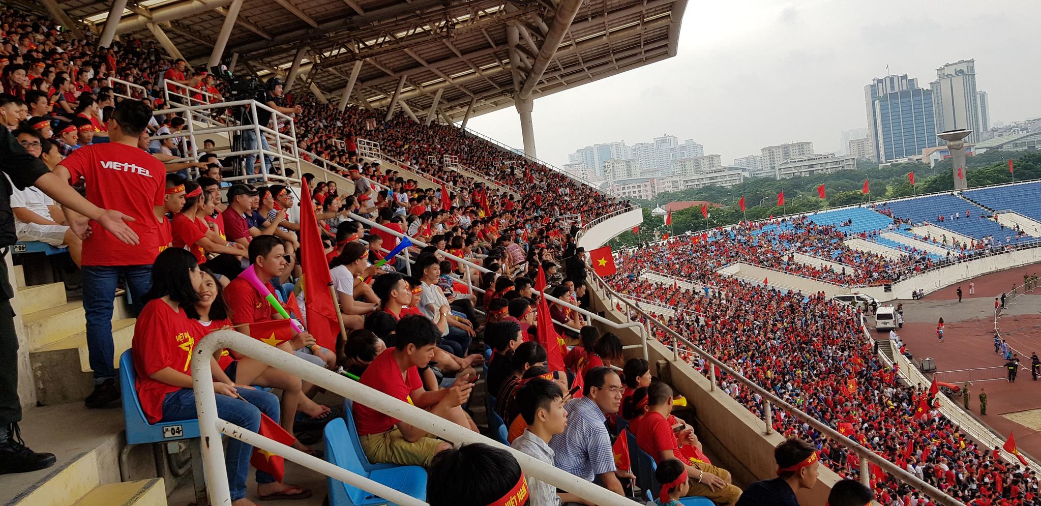 박 감독은 아시안게임 사상 첫 4강 신화를 이룬 베트남 축구대표팀과 함께 이날 오후 금의환향했다. [연합뉴스]
