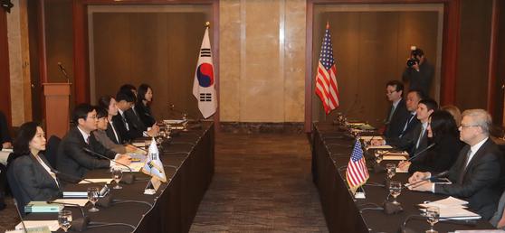 한미FTA 2차 개정 협상 중인 한미 양국 협상단. [연합뉴스]