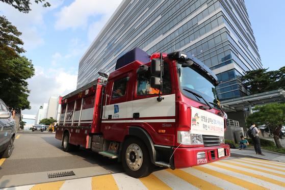 삼성전자 반도체 부문 사업장에서 소화용 이산화탄소가 유출돼 20대 협력업체 직원 1명이 숨지고 2명이 부상했다.   [연합뉴스]