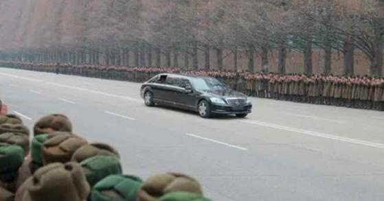 김정은 북한 국무위원장이 탄 벤츠 리무진 방탄 차량. 기사 내용과 사진은 아무 관련이 없습니다. [중앙포토]