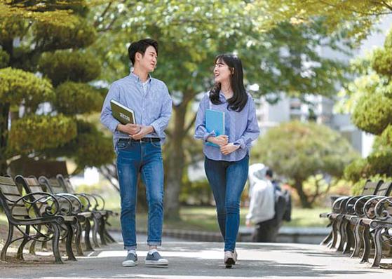 천안 백석대는 해외취업연수사업 'K-MOVE스쿨'에 2018년까지 총 6년 연속 선정돼 해마다 30여 명 이상의 학생을 해외에 취업시키고 있다. [사진 백석대]