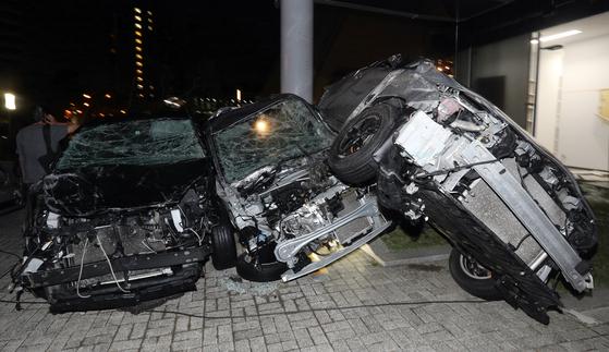 강풍에 휩쓸린 오사카지역의 차량들 [EPA=연합뉴스]