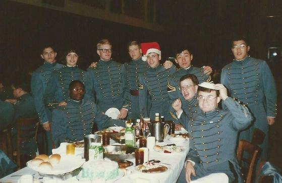 김한준 대표의 웨스트포인트 재학 시절 사진. 뒷줄 오른쪽에서 두 번째가 김 대표다. 사진 김한준