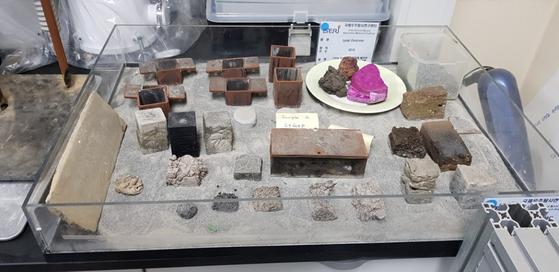 달 복제토를 이용한 다양한 건축재료들.