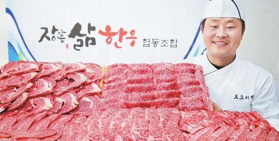 """장흥삶한우협동조합 김희창 대표는 '택배 물건은 같은 등급 중에서도 최상의 고기를 골라 보낸다""""고 말했다. 프리랜서 장정필"""