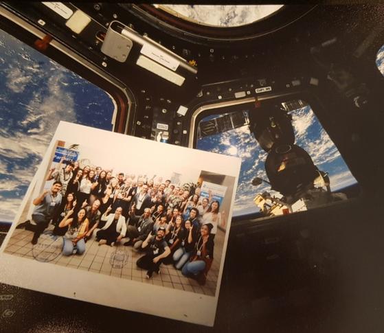 지난달 소유즈 로켓을 타고 국제우주정거장(ISS)에 올라간 이태식 교수와 동료들의 사진. 그가 이사로 있는 국제 민간조직 인터내셔널 문베이스 얼라이언스에는 NASA의 아폴로 11호 우주비행사 버즈 알드린과 테트리스의 개발자 겸 오너 행크 로저스가 있다. [사진 이태식 교수]