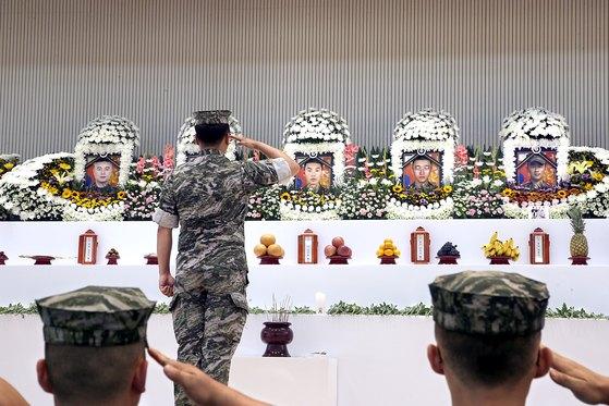 지난 7월 17일 마린온 시험비행 중 추락사고로 숨진 장병 5명에 대해 국가보훈처가 5일 국가유공자 결정을 내렸다. [연합뉴스]