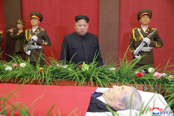 김정은의 밀당…16일만에, 특사단 방북날 맞춰 모습 드러냈다