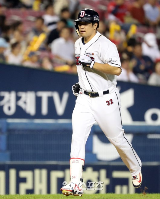 5일 잠실 KIA전에서 시즌 34호 홈런으로 3년 연속 30홈런-100타점 고지를 밟은 두산 김재환. 정시종 기자