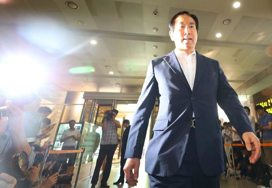 이명박 정부 시절 경찰의 댓글 공작을 지휘한 혐의를 받는 조현오 전 경찰청장이 5일 오전 서울 서대문구 경찰청으로 직권남용 권리행사방해 피의자로 출석하고 있다. [연합뉴스]