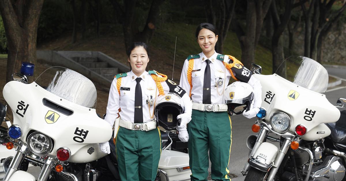 왼쪽부터 장수아 중사, 김유경 중위. [사진 육군 제공]