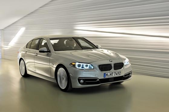 BMW의 베스트셀링 모델인 520d. 화재 사태의 영향으로 판매량이 급감했다. [사진 BMW코리아]