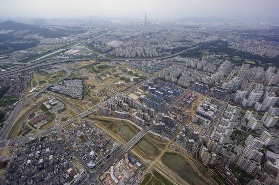 2015년 11월 이후 3년 만에 새 아파트 분양이 재개되는 위례신도시 전경. [중앙포토]