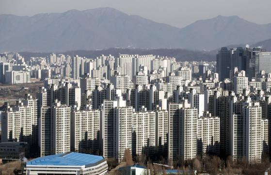 서울 강동구와 송파구 일대 아파트 밀집지역.