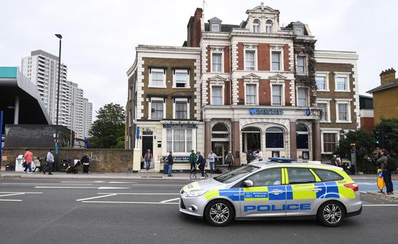 용의자들이 머문 호텔이 있는 건물. 호텔 방에서 노비촉 성분이 발견됐다고 영국 경찰이 밝혔다. [EPA=연합뉴스]