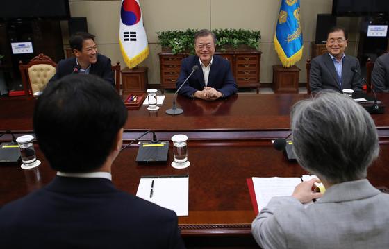 文, 트럼프 대리해 김정은과 핵담판 불가피…특사, 기대보다 좋은 성과