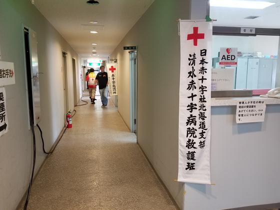 지진으로 인한 산사태와 토사 붕괴가 가옥을 집어삼킨 홋카이도 아쓰마초. 아쓰마초 주민센터에 마련된 주민대피소.윤설영 특파원
