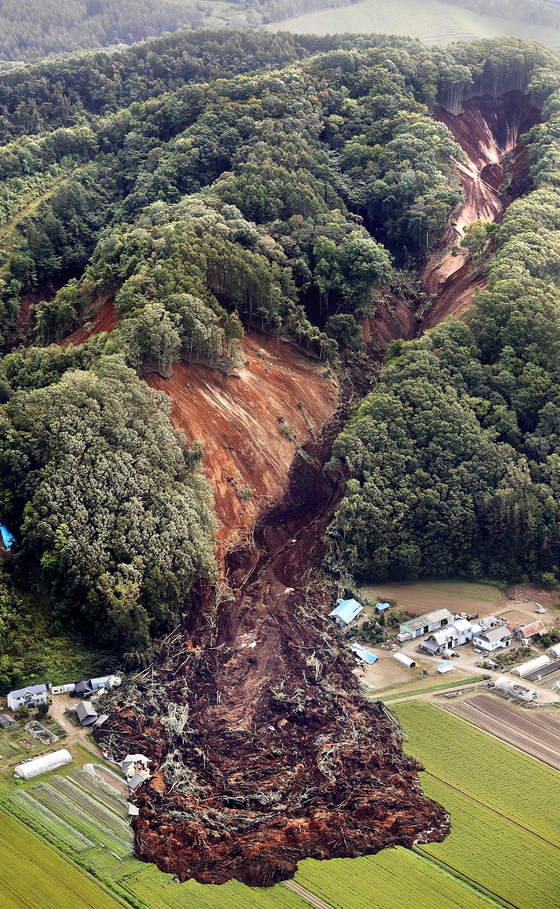 일본 태풍 이어 강진 ... 홋카이도 43명 사망·실종